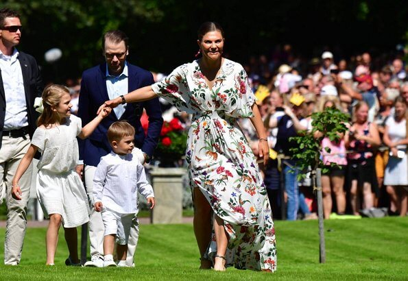 ASOS maxi dress with cape back and dipped hem in light floral print. Queen Silvia, Princess Estelle
