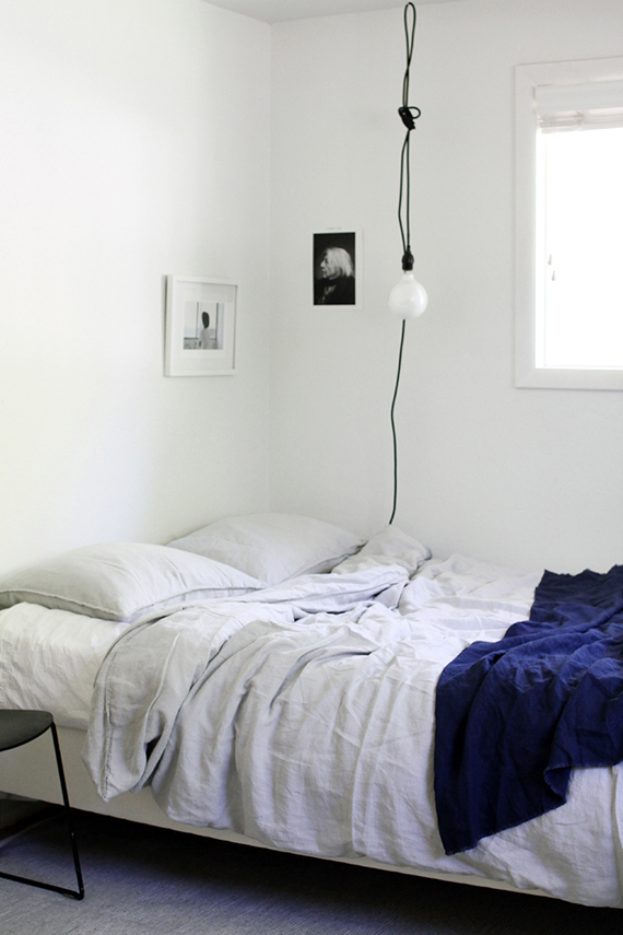 Bare bulb pendant lamps as bedside lighting | Image via A Merry Mishap