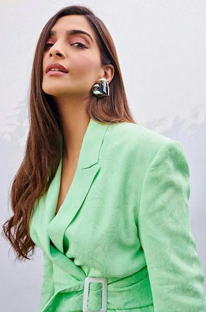 Sonam Kapoor Hot Sexy Wallpaper 2020