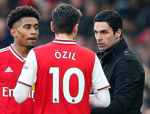 Arteta lý giải quyết định kéo Ozil trở lại đội hình chính