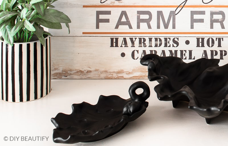 black and white fall farmhouse decor