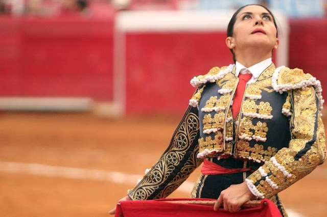 La torera Lupita López y FORTE se suman al PRD en Yucatán. Facebook
