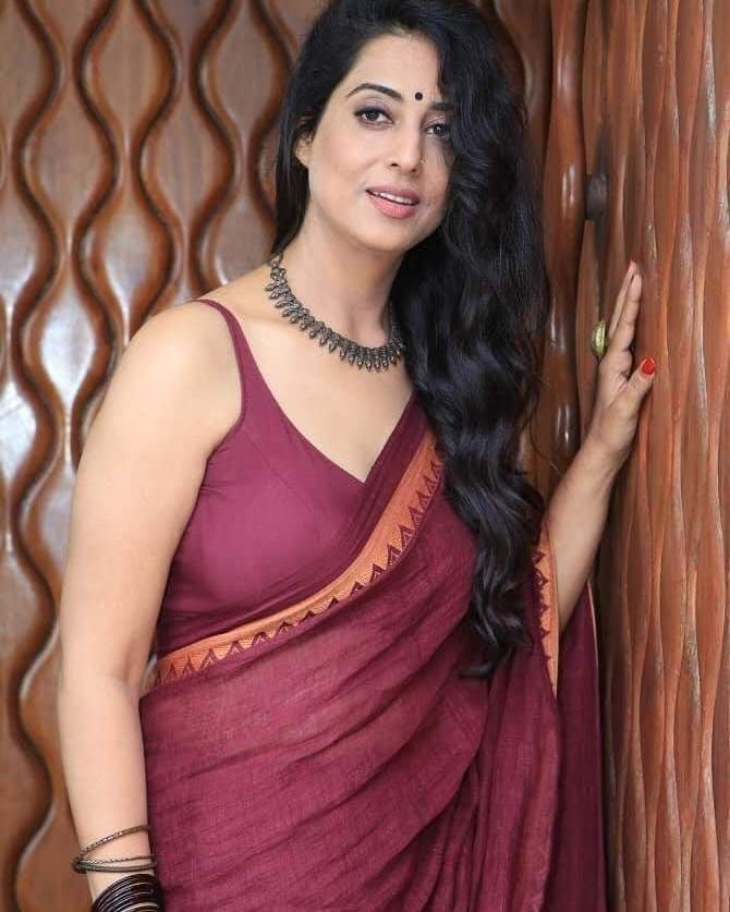 Apharan Web Series Actresses Mahie Gill Instagram Bold Pictures