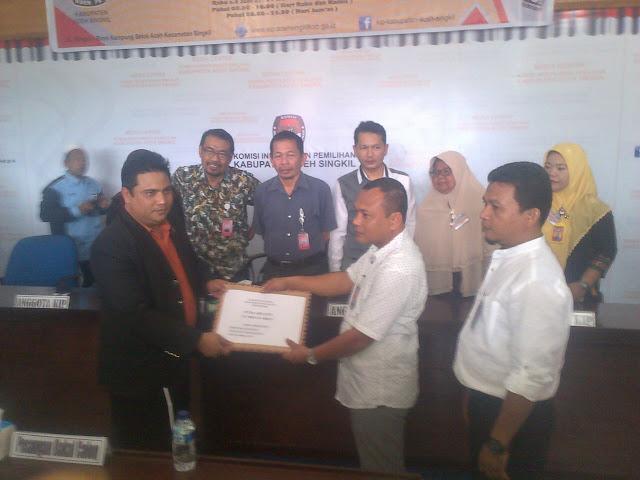 Putra Ariyanto - Akhyar Abduh Daftar Pilkada ke KIP Aceh Singkil