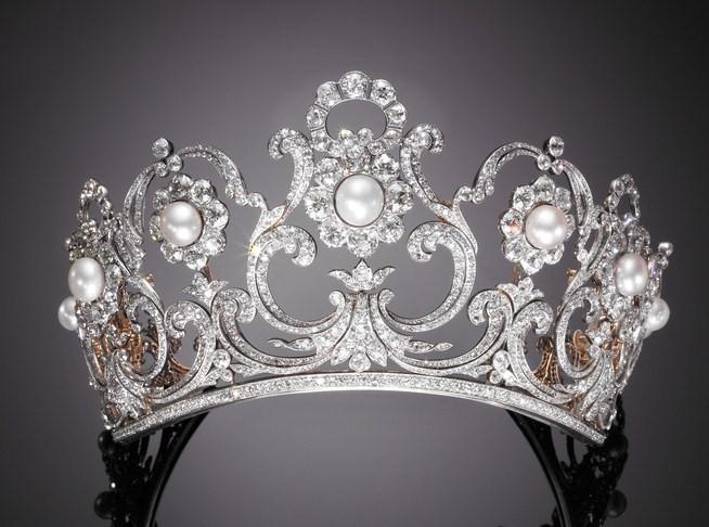 Pezzenti con il papillon monarchia che vai gioielli che for Tiara di diamanti