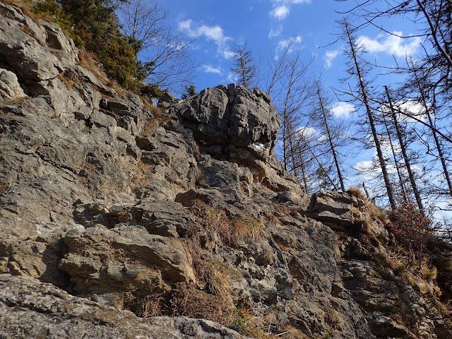 Jedyna trudność na Nosalu to skałka, która i tak raczej jest łatwa do przejścia