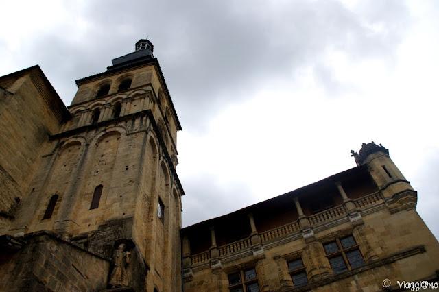 Esterno della Cattedrale di Saint Sacerdos con il campanile del XII secolo