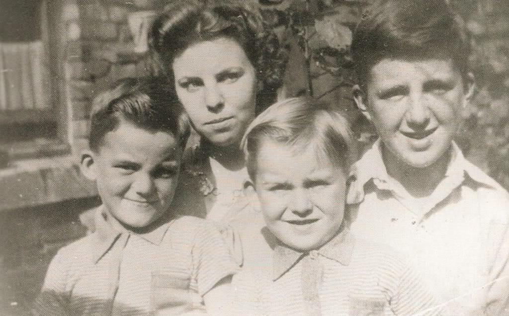 young-george-harrison-5.jpg