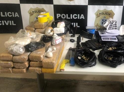 A POLÍCIA APREENDE ARMAS E MAIS DE 25KG DE DROGAS EM ITABUNA