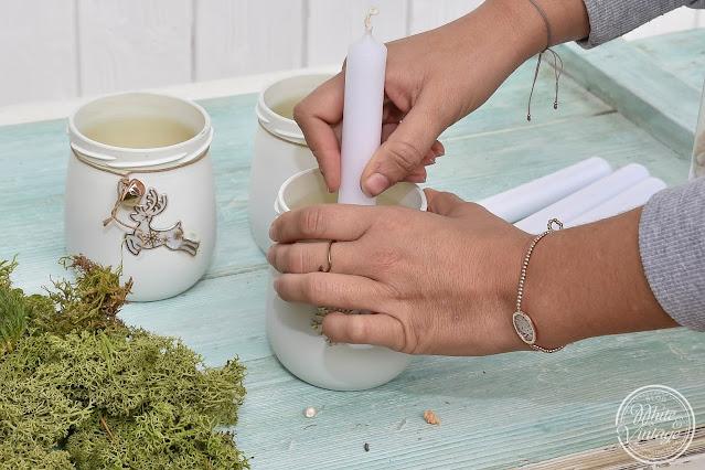 Dekoidee für Weihnachten:  Glas mit Kerze und Naturmaterialien dekorieren.
