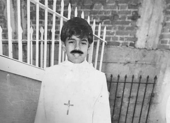 Nicolás maduro presenta sus fotos de cuando era monaguillo