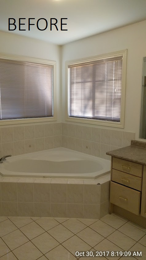 before pic of tub in builders grade washroom