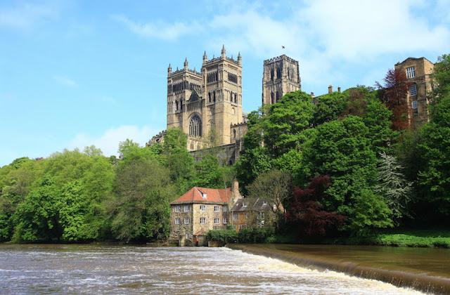 أشهر الكاتدرائيات في بريطانيا