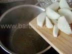 Supa de usturoi preparare reteta - punem ceapa tocata la calit in unt