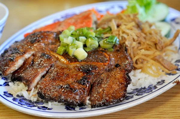 Rice with pork chop - com suon