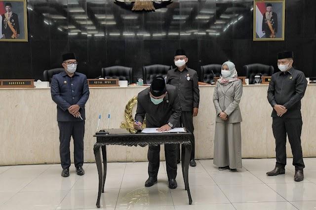DPRD Jabar Mengesahkan 4 Raperda, Taufik : Minta Gubernur Segera Menindak Lanjuti