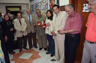 صائد الدبابات وهويدا عطا يحصلان على وسام مؤسسة صقور مصر