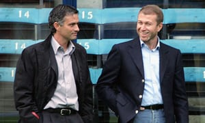 Jose Mourinho (kiri) dan Roman Abramovich (kanan)