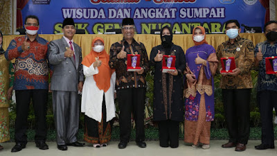 Wisuda SMK Gema Nusantara Bukittinggi, Rezka Oktoberia Sampaikan Tiga Kata Kunci Motivasi Ditengah Pandemi