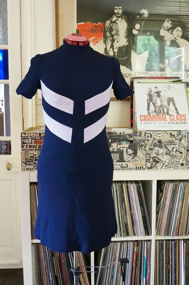 robe des années 60 / 70  stewardess dress 1960s 1970s 60s 70s mod twiggy