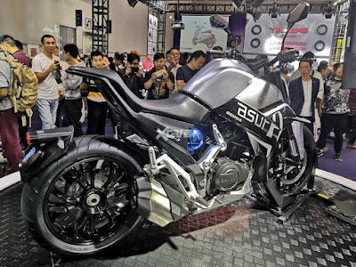 Benda Asura 400, stoplampnya di mud guard