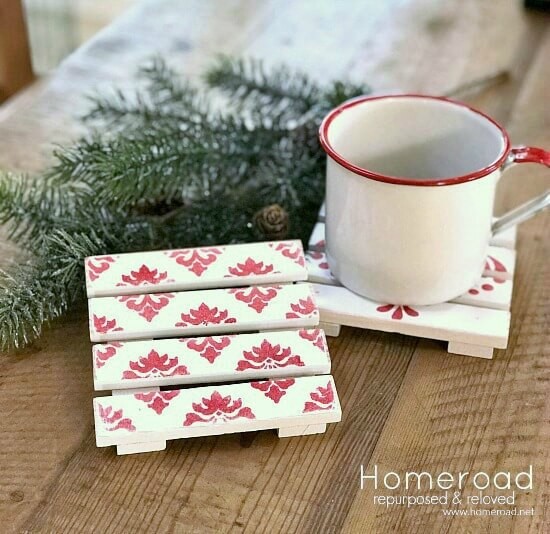 Gift project Mini Pallet Christmas Drink Coasters