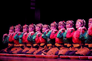 pertunjukan Tari Saman dari Aceh