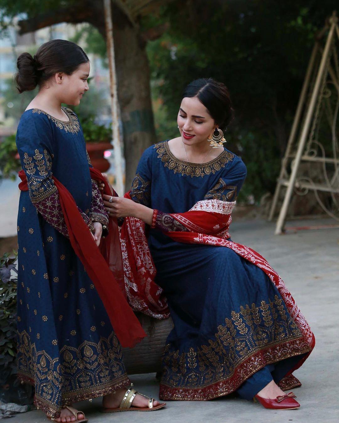 Nimra Khan with her Little Cute Sister Bakhtawar | Gorgeous Clicks