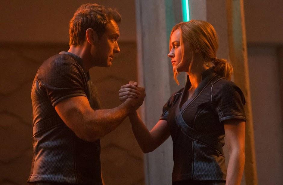 """Nova foto de """"Capitã Marvel"""" mostra Jude Law ao lado de Brie Larson"""