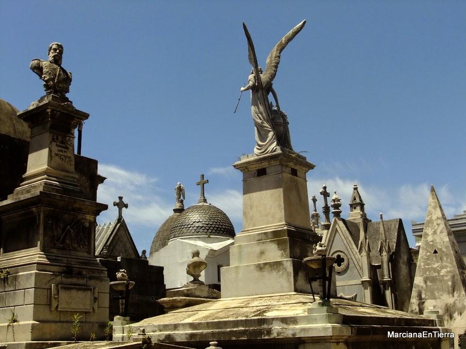 Diario de una marciana en la tierra argentina 15 buenos for Cementerio jardin de paz buenos aires