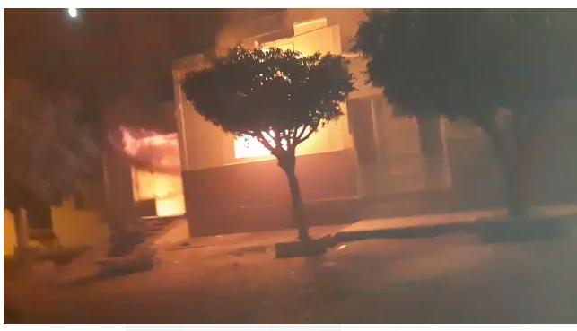 Elemento toca fogo na casa dos pais em Cajazeiras na noite deste sábado