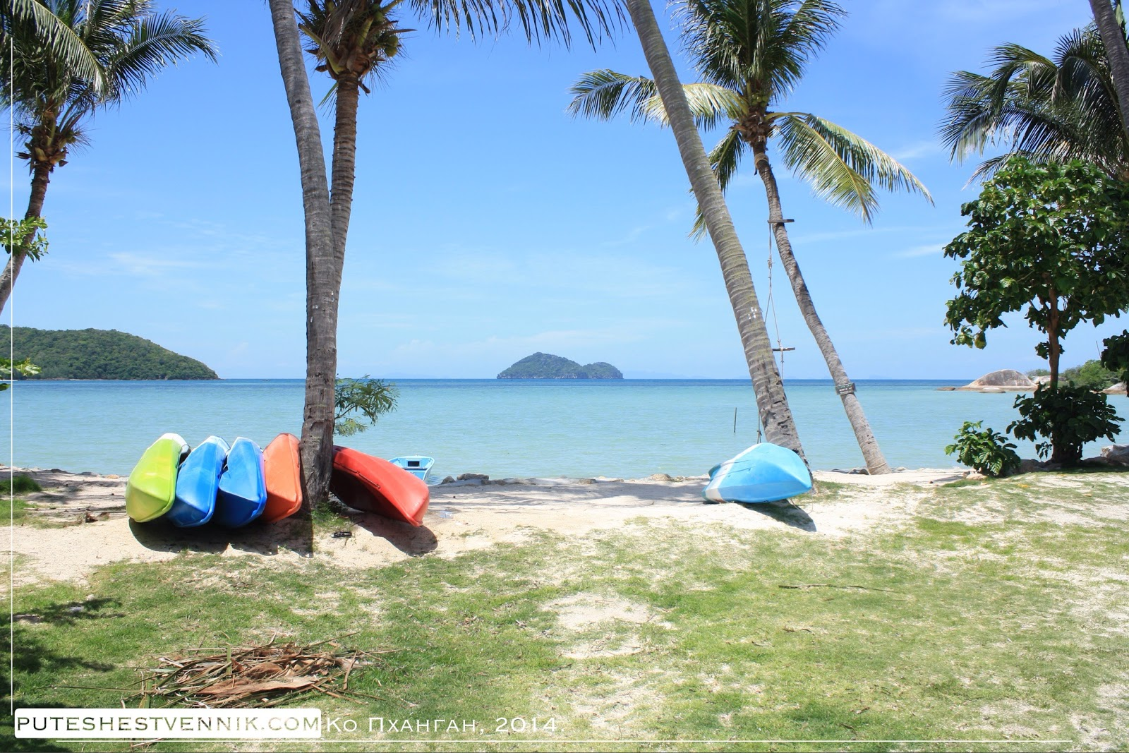 Каяки на берегу моря в Таиланде