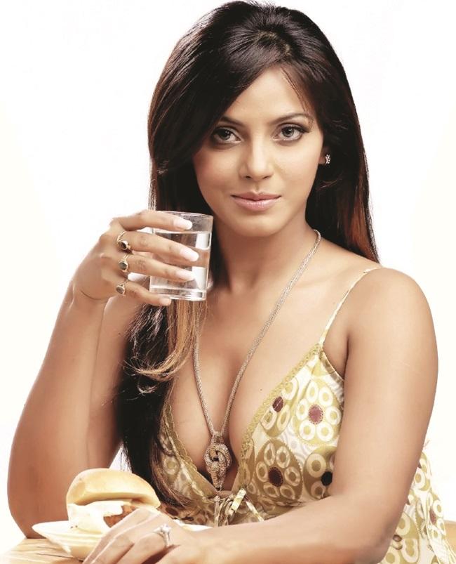 New Bollywood Actress Pics 2016 on maxim
