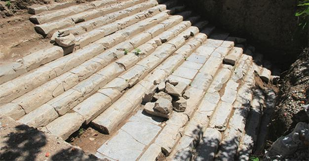Roman temple's raised platform unearthed in ancient Nicomedia