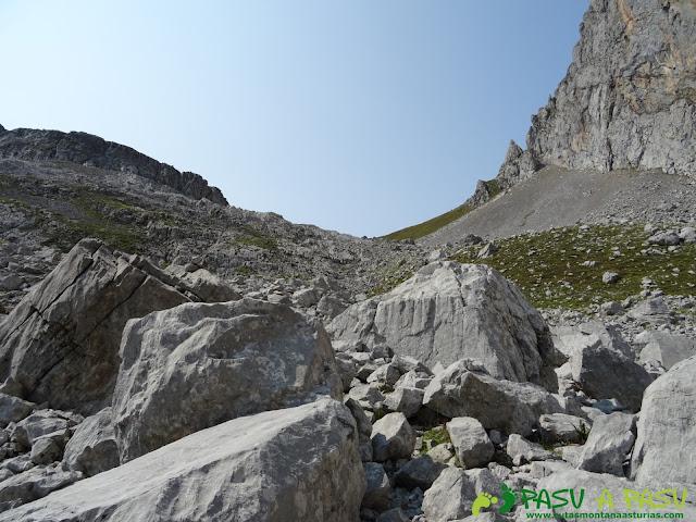 Ruta Torre Bermeja: Camino al Collado Pambuches