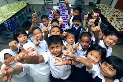 Anak Malaysia membina negara bersama-sama
