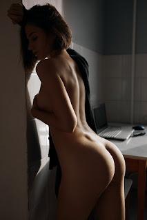 青少年的裸体女孩 - Alexander%2BSkripnikov-hIJrxweNk-M.jpg