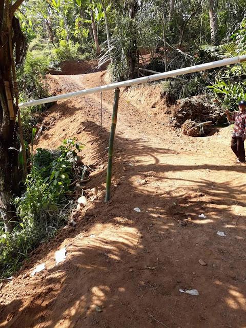 jalan-menuju-desa-sukamaju-girimukti-notes-asher