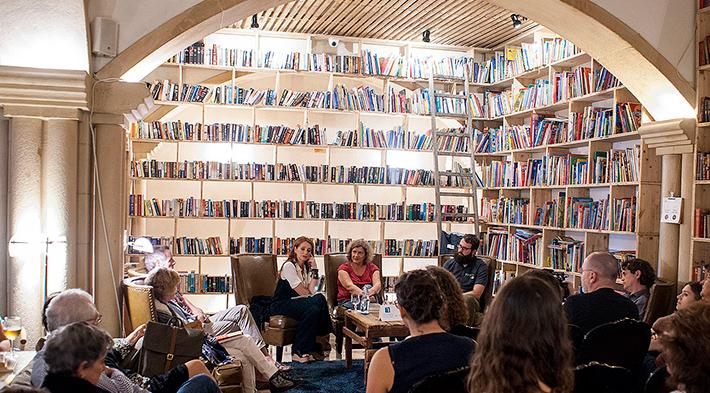Óbidos, uma vila portuguesa para os amantes dos livros, encanta com suas livrarias e festival literário | Viagens