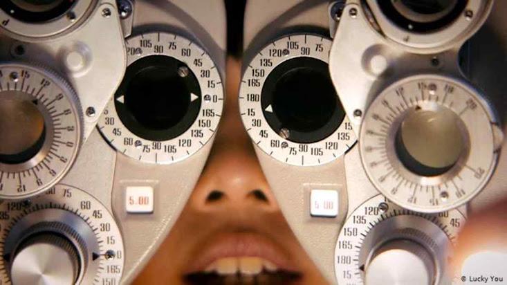 Excesso de tela e 'lives' induz miopia