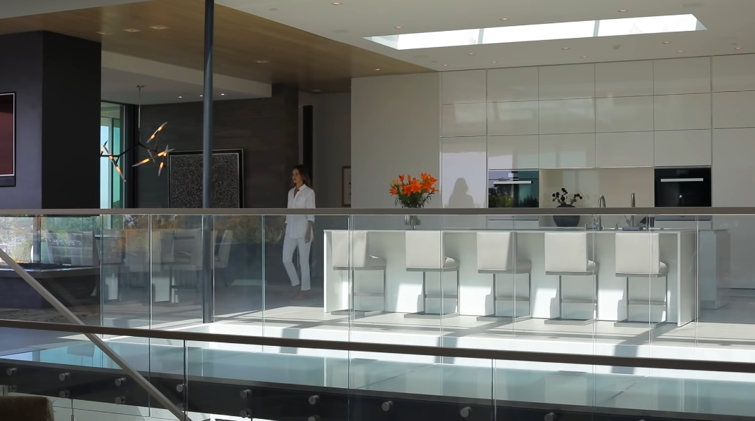 68 Interior Design Photos vs. Carla Ridge Modern Mansion In Trousdale, Beverly Hills By Whipple Russell Architects