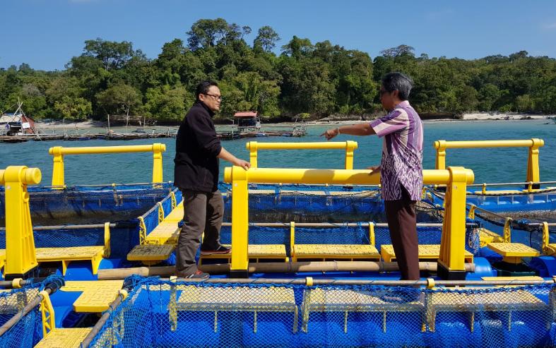 Yudi Nurul Ihsan saat berada di KJA prototype kampus Unpad Pangandaran