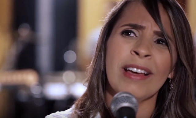 """Raquel Miranda lança clipe """"Além do Nosso Olhar"""""""