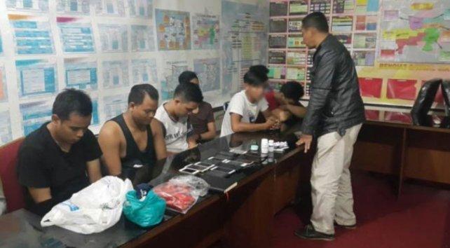 Belasan Gay Digerebek Polisi Sedang Pesta Maksiat di Sebuah Apartemen Kalibata