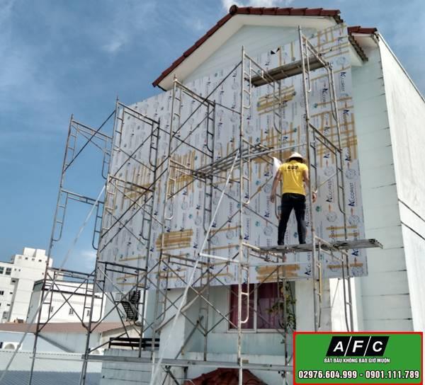 thi công mặt dựng Alu chữ nổi Suly Home Spa tại Phú Quốc
