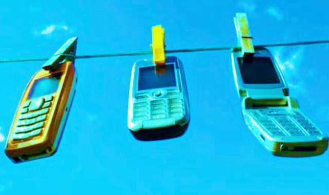 Cara Mengatasi Speaker Handphone Yang Terkena Air -  Handphone gak ada suaranya ? bisa jadi itu karena kemasukan cairan yang mengakibatkan sound tidak bunyi. Namun, tidak perlu khawatir karena kita dapat memperbaiki speaker Handpohne yang terkena air atau minyak dengan sangat mudah tanpa harus dibawa dulu ke tempat sercice Handphone.
