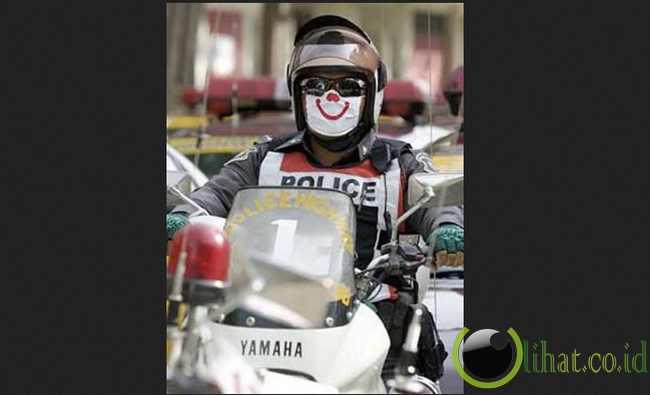 Senyum Polisi