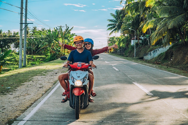 Karabon voyage | skuter | Filipiny | palmy