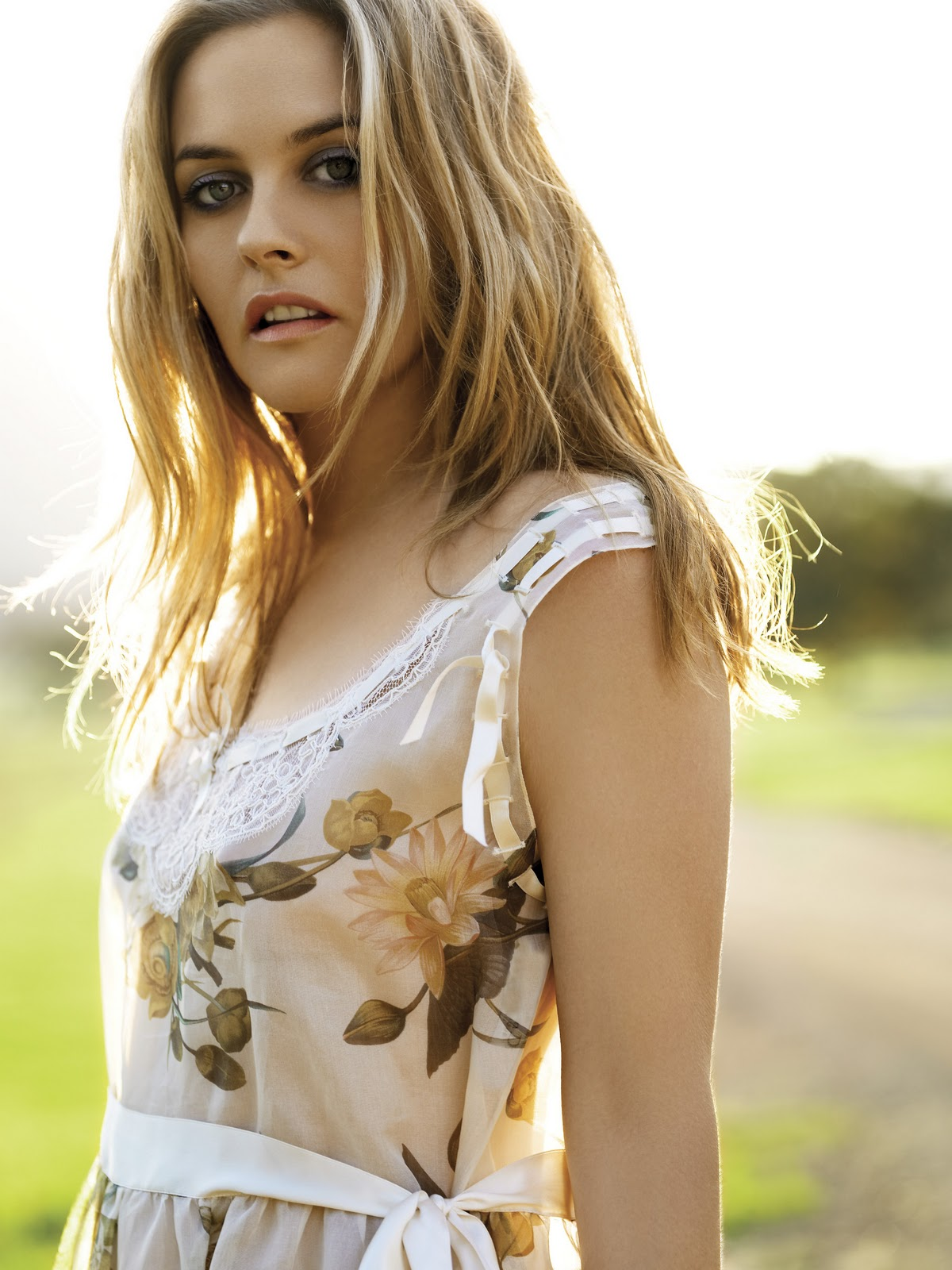 For Alicia Junior Girls Clothing Kids Clothes Kids: ECO GLAMAZINE: Alicia Silverstone: Living The Kind Life