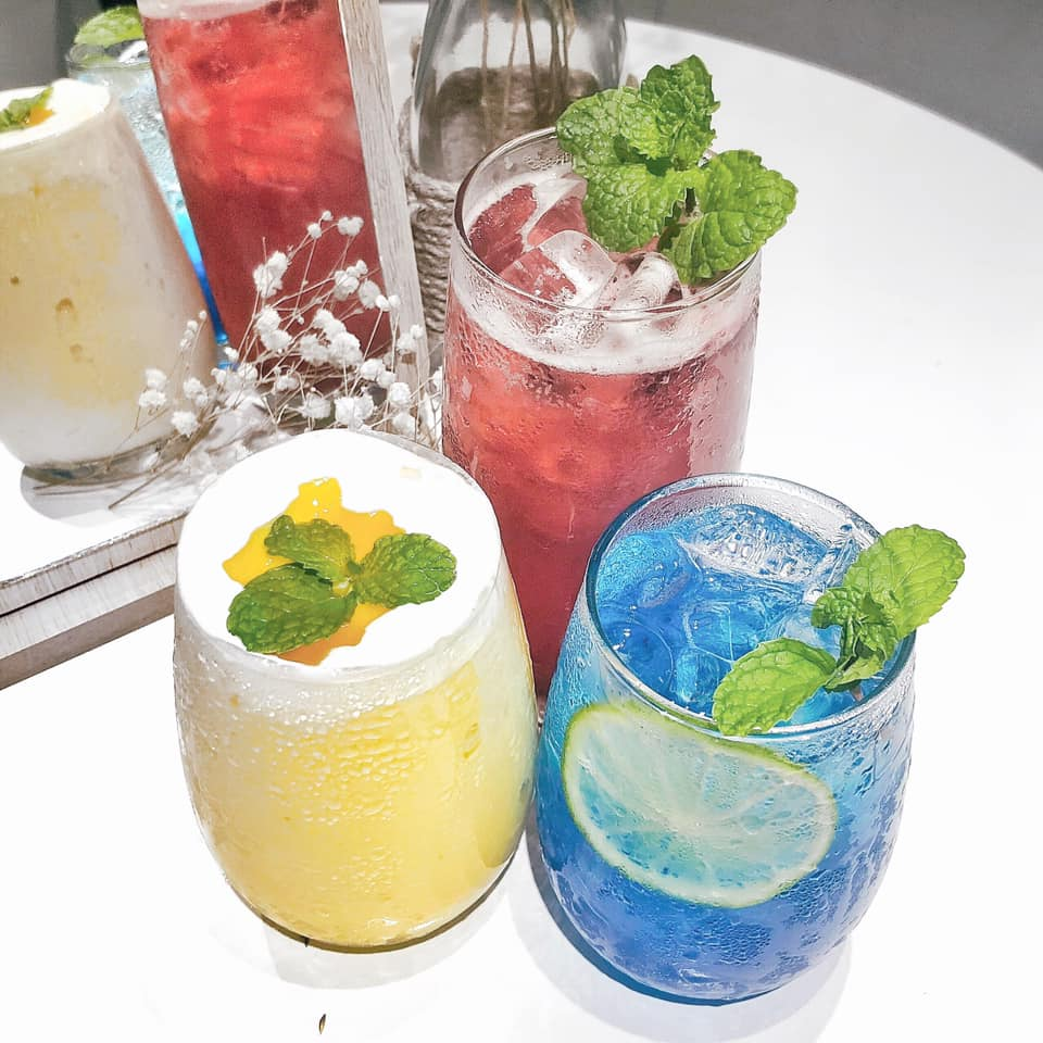 Blueside Cafe Quận 8 - Quán cafe mang phong cách hiện đại trắng tinh